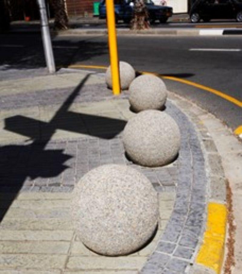 concrete-bollards-bloc-560-min