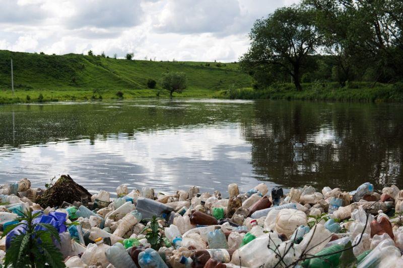 steel-bin-litter-in-river-min